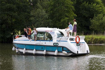 Cruisers for hire on the Saône River in Burgundy France - C900 DP