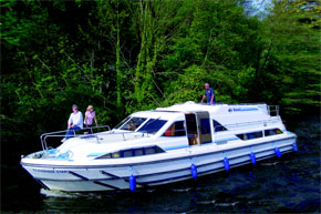 Cruisers for hire on the Saône River in Burgundy France - Classique Star
