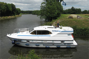 Cruisers for hire on the Saône River in Burgundy France - Countess