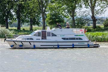 Cruisers for hire on the Saône River in Burgundy France - Europa 400