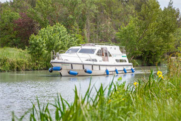 Cruisers for hire on the Saône River in Burgundy France - Europa 600