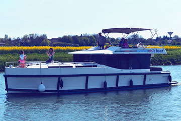 Cruisers for hire on the Saône River in Burgundy France - Horizon 5