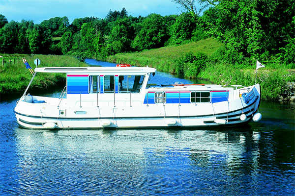 Boat Hire on the Shannon River - P1120 R Aft Deck