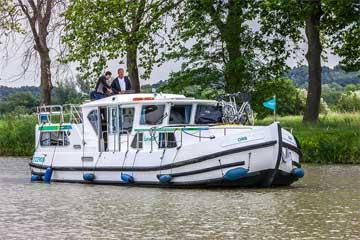 Cruisers for hire on the Saône River in Burgundy France - P1180FB