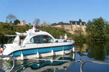 Cruisers for hire on the Saône River in Burgundy France - Quattro S