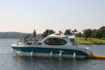 Cruisers for hire on the Saône River in Burgundy France - Quattro