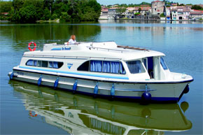Cruisers for hire on the Saône River in Burgundy France - Salsa A