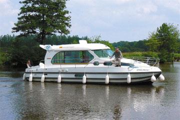 Cruisers for hire on the Saône River in Burgundy France - Sedan 1000