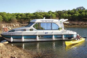 Cruisers for hire on the Saône River in Burgundy France - Sedan 1010