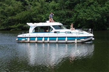 Cruisers for hire on the Saône River in Burgundy France - Sedan 1170