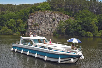 Cruisers for hire on the Saône River in Burgundy France - Sixto