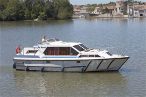Cruisers for hire on the Saône River in Burgundy France - Tamaris