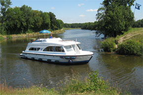 Cruisers for hire on the Saône River in Burgundy France - Tango
