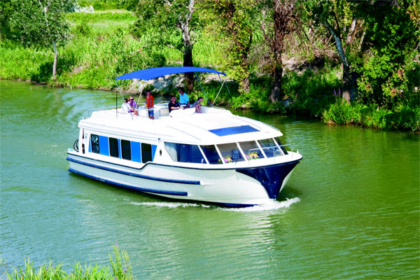 Cruisers for hire on the Shannon River - Vision 3