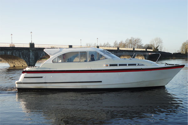 Cruisers for hire on the Shannon River - Silver River