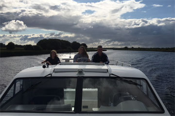 Shannon Boat Hire Gallery - Taking an Elegance on to Lough Derg