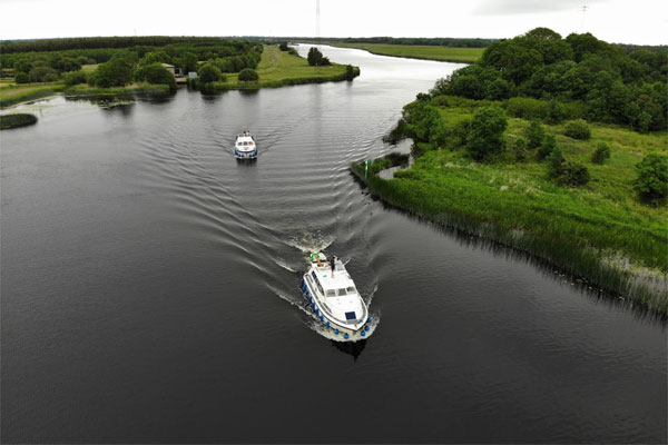Shannon Boat Hire Gallery - Low speed chase