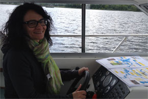 Shannon Boat Hire Gallery - Nice scarf captain