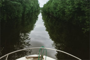 Shannon Boat Hire Gallery - A very straight canal