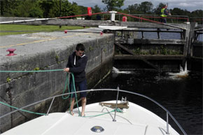 Shannon Boat Hire Gallery - Sunny day in a lock