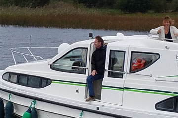 Shannon Boat Hire Gallery - Don't get out yet, wait until we're moored!