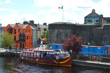 Shannon Boat Hire Gallery - Passing through Athlone