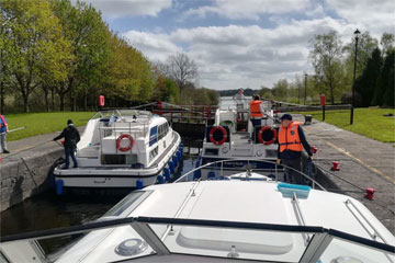 Shannon Boat Hire Gallery - Taking a Kilkenny Class through a Lock