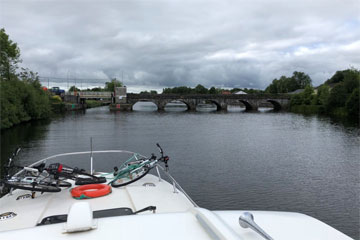 Shannon Boat Hire Gallery - Approaching the lift bridge at Rooskey
