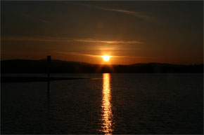 Shannon Boat Hire Gallery - Sun sets over the Shannon