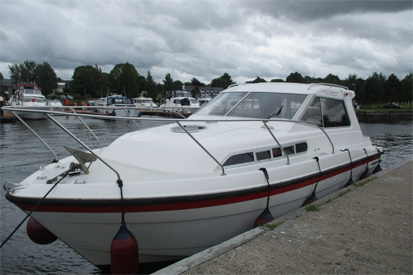 Shannon Boat Hire Gallery - Moored on a Silver Stream