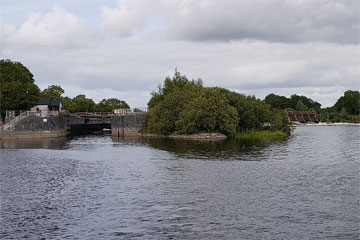 Shannon Boat Hire Gallery - Approaching a lock on a Tyrone Class