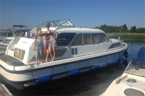 Shannon Boat Hire Gallery - Enjoying the sunshine on a Kilkenny Class