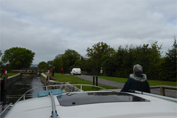 Shannon Boat Hire Gallery - Entering a lock on a Wave Duke