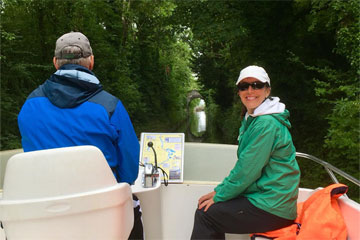 Shannon Boat Hire Gallery - Happy to be cruising