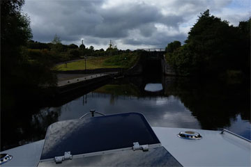 Shannon Boat Hire Gallery - Coming up to a lock on the Shannon-Erne waterway