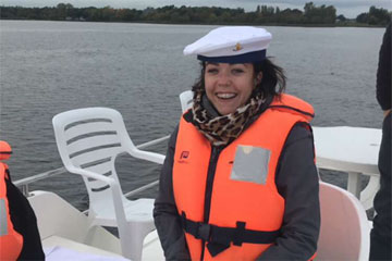 Shannon Boat Hire Gallery - Er... you're supposed to have your hands on the wheel to steer?
