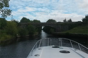 Shannon Boat Hire Gallery - Taking an Elegance on the Jamestown Canal