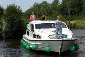 Shannon Boat Hire Gallery - Just cruising...