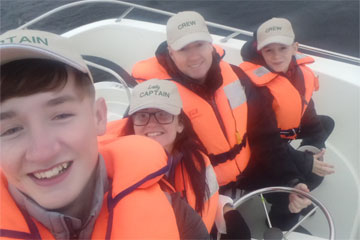 Shannon Boat Hire Gallery - What a happy crew.