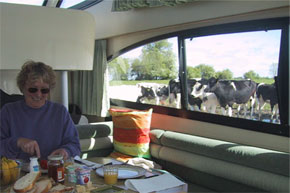 Shannon Boat Hire Gallery - Breakfast on a Caprice - the audience is useful if you run out of milk!