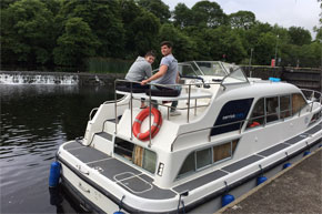 Shannon Boat Hire Gallery - Moored at Clarendon Lock