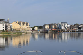 Shannon Boat Hire Gallery - Entering Athlone on an Elegance
