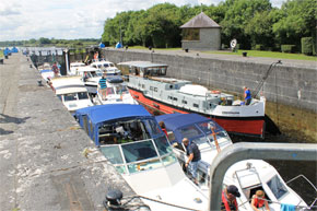 Shannon Boat Hire Gallery - A busy lock on the Shannon