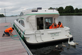 Shannon Boat Hire Gallery - Mooring an Elegance