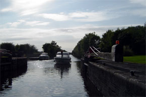 "Shannon Boat Hire Gallery - ""Coming into the lock - Richmond I think - on a beautiful evening on 24.7.04""."