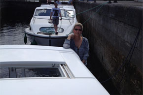 Shannon Boat Hire Gallery - Taking a Carlow Class through a Lock