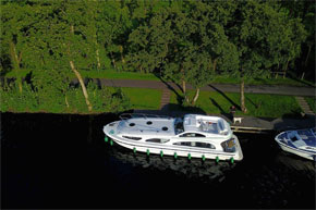 Shannon Boat Hire Gallery - Moored on an Elegance