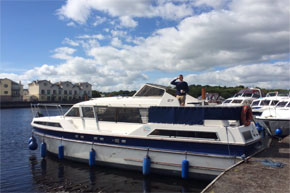 Shannon Boat Hire Gallery - The Captain's on the way...
