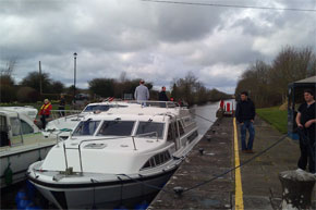 Shannon Boat Hire Gallery - Taking a Roscommon Class through a Lock