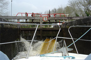 Shannon Boat Hire Gallery - Taking a Clare Class through a lock